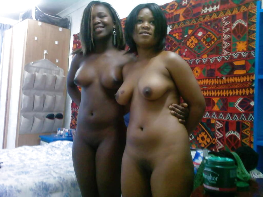 kiss-chat-with-naked-nigerian-teen-free-chested-topless-pics