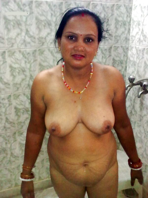 Old desi lady nude — 4