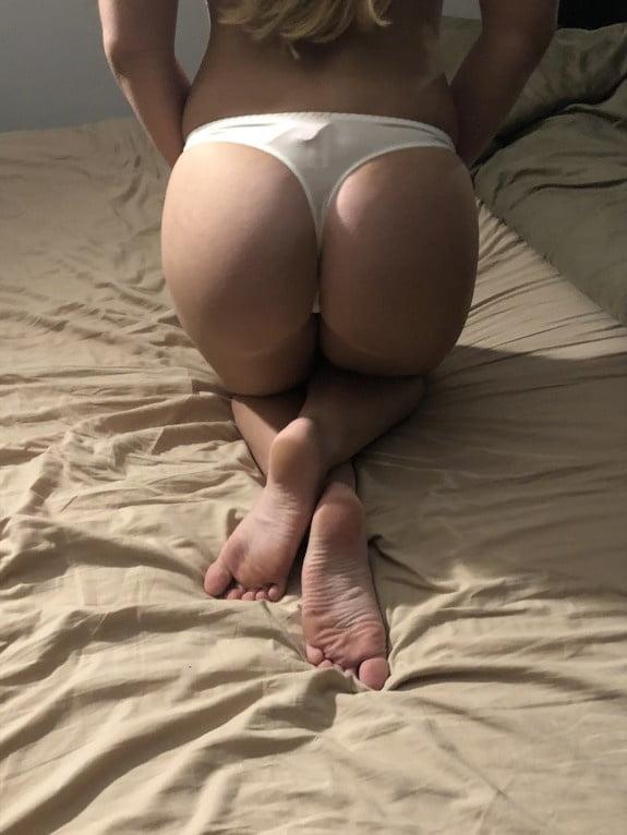 Dutch Slut - 17 Pics