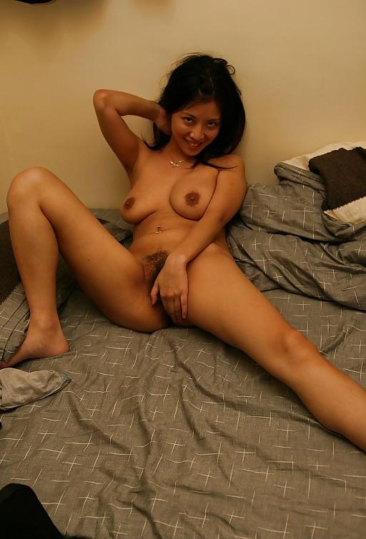 Flora Cheung  nackt