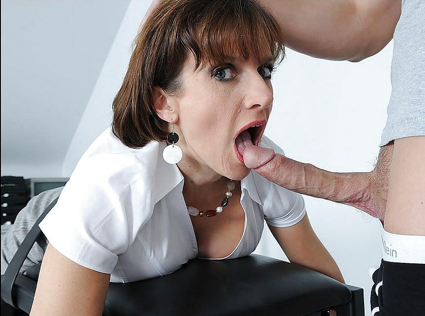 бухгалтерша взяла в рот голых