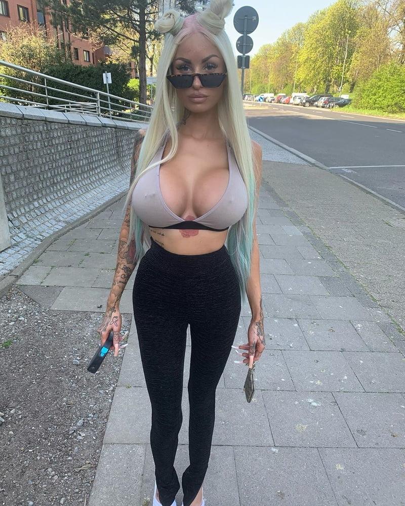 Big Tit Bimbo