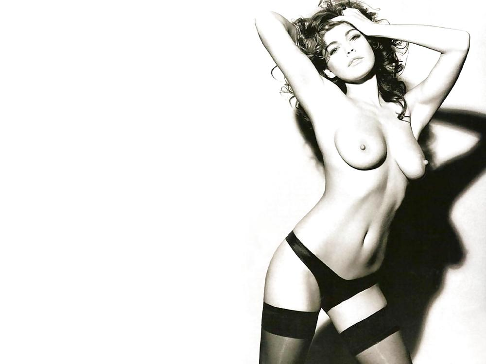 Kelly brook nipple pokies and massive boobs