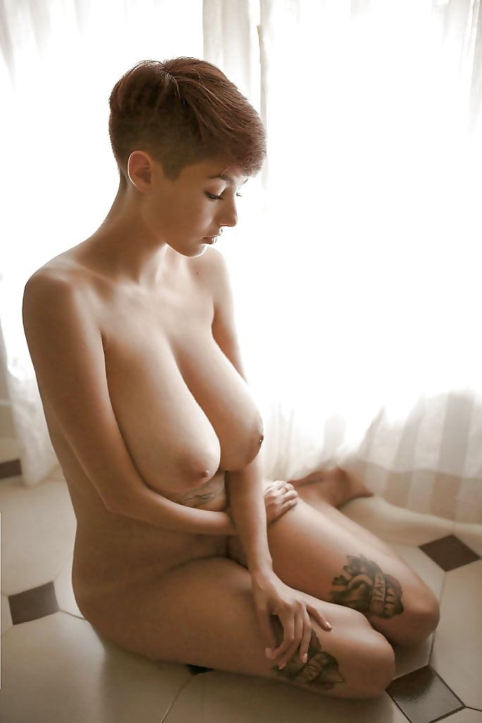 busty-short-hair-nude-takes-it-bloke-and