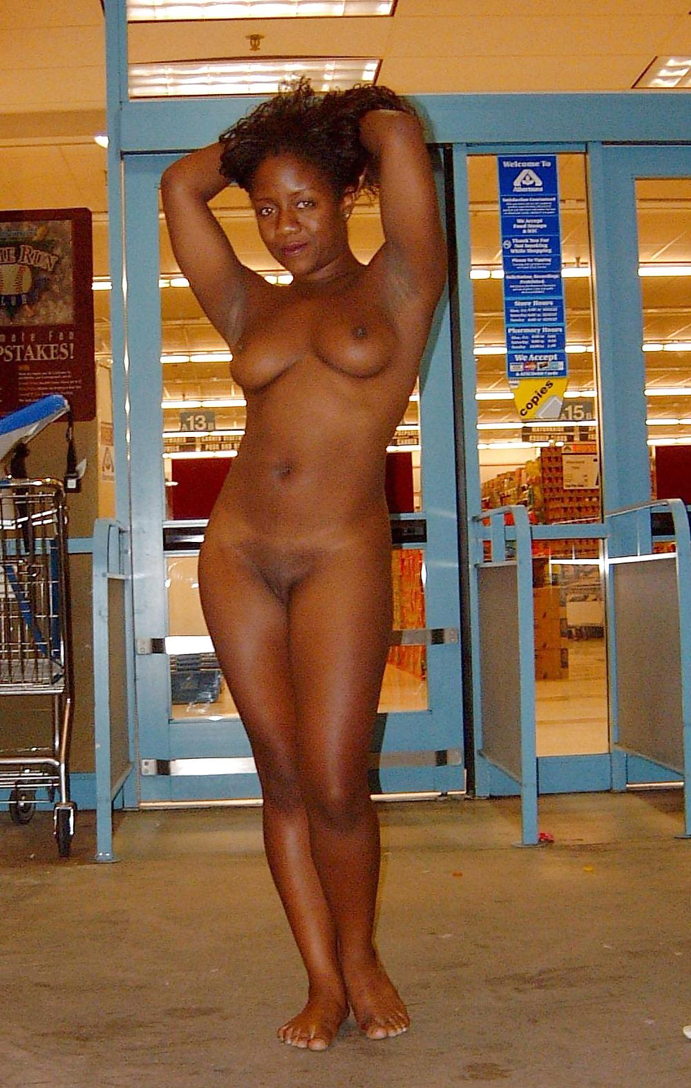 Black And Ebony Exhibitionists 2 - 18 Pics - Xhamstercom