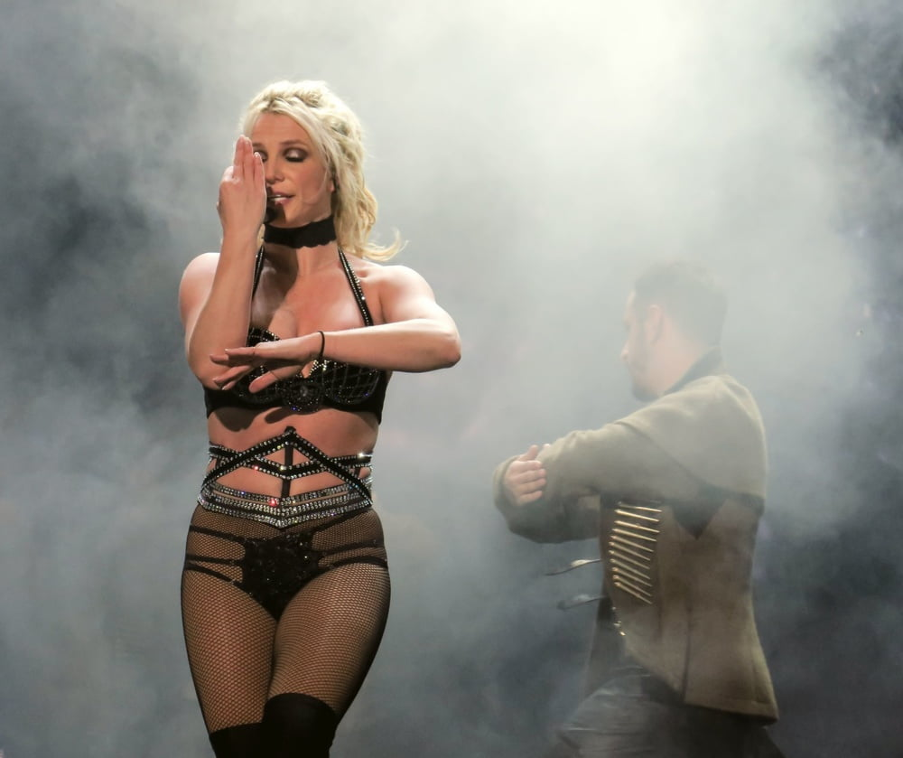 Britney spears spank, tanned nylon feet fetish
