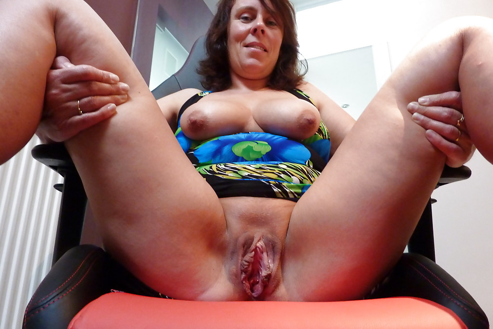 Mature saggy vagina
