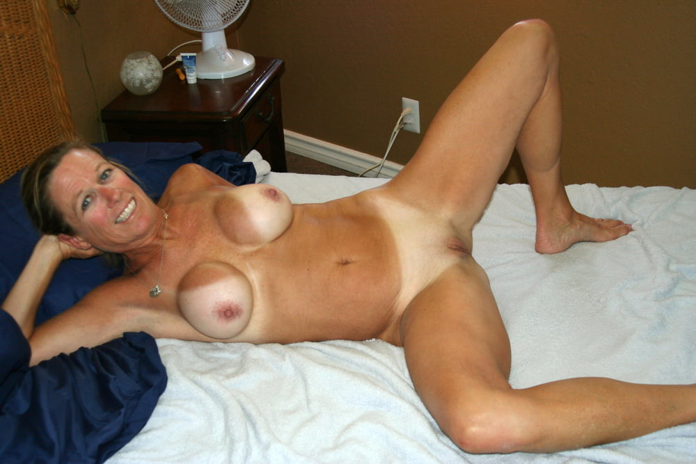 Curvy mature mom nude pictures