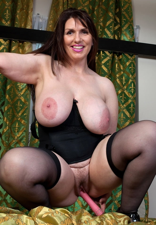 naked-couch-uk-busty-porn-girlfriend-orgasm