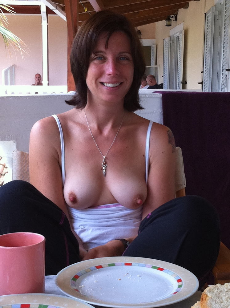 Amateur Small Breast Downblouse