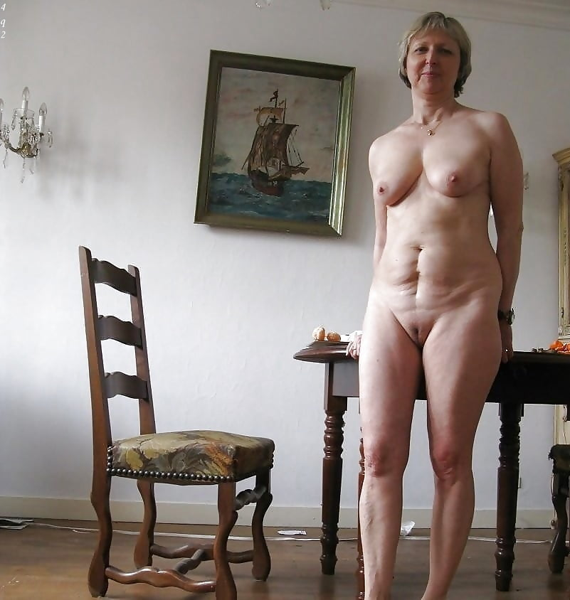 blonde-older-lady-nude-at-home-nude