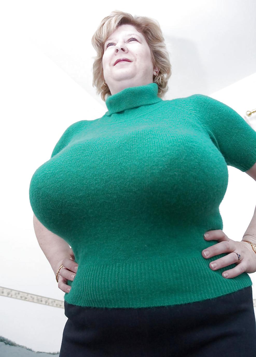 Показать большие женскую