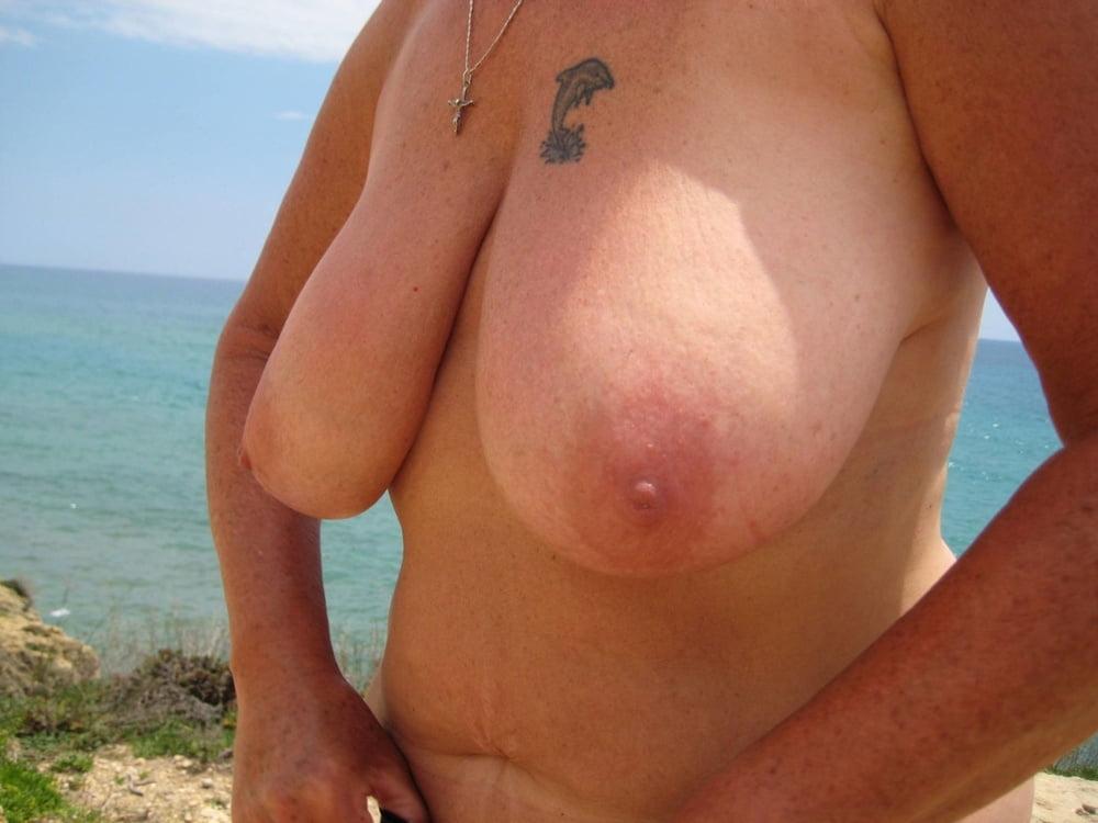 Deutsche Tattoo Schlampe mit mega Titten zerfickt