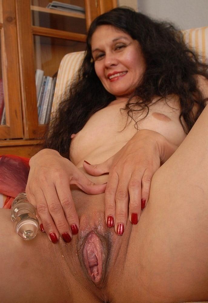 Tight mature brunette pussy videos, chris pine undressed