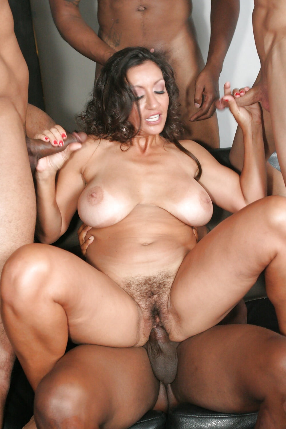 Sdraw latina first gangbang