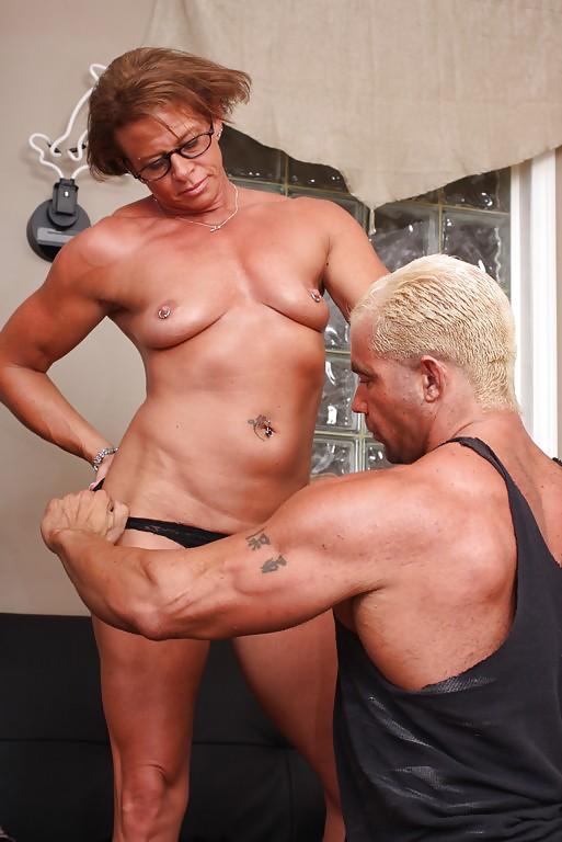 bodybuilder-couple-fucking-guy-sucking-girls-big-boobs