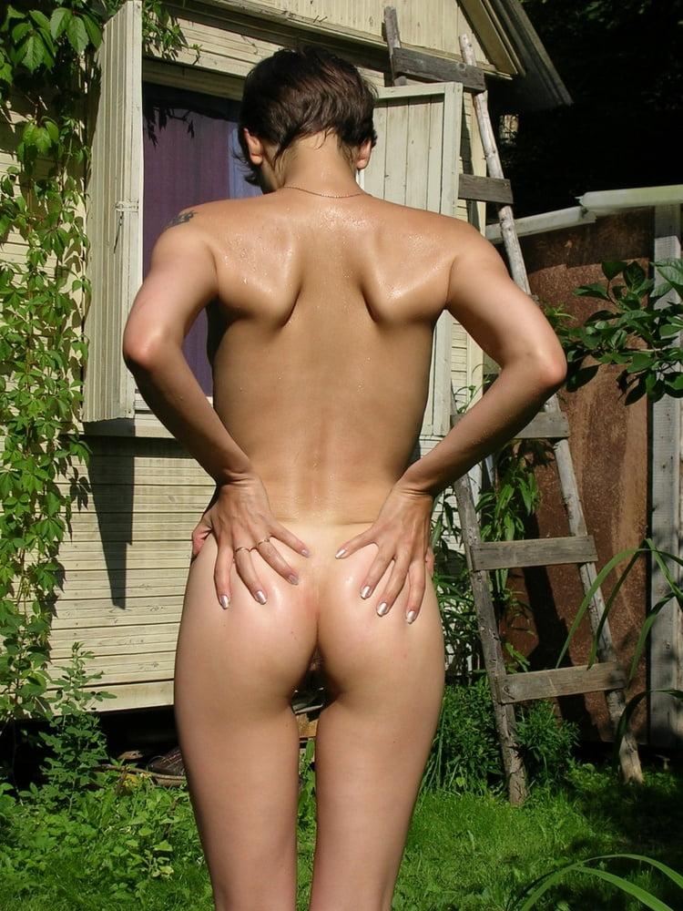 фото голая соседка загорает - 13