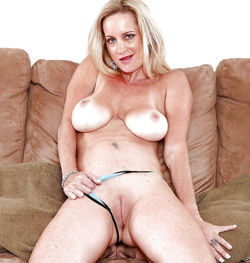British rachel blakely showing her pussy girl leg spread