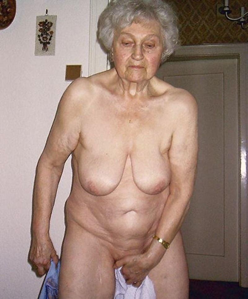 Old Women Naked Posing Nude