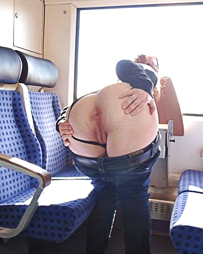 flashing-nude-asshole-in-public