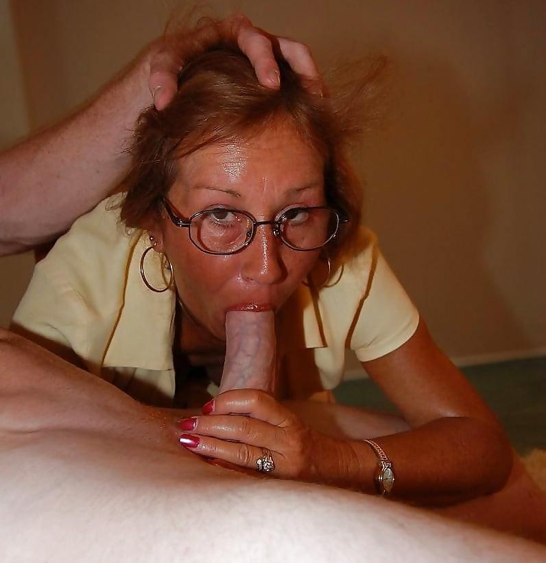 dama-soset-i-raduetsya-foto-studentku-na-troih-porno-video