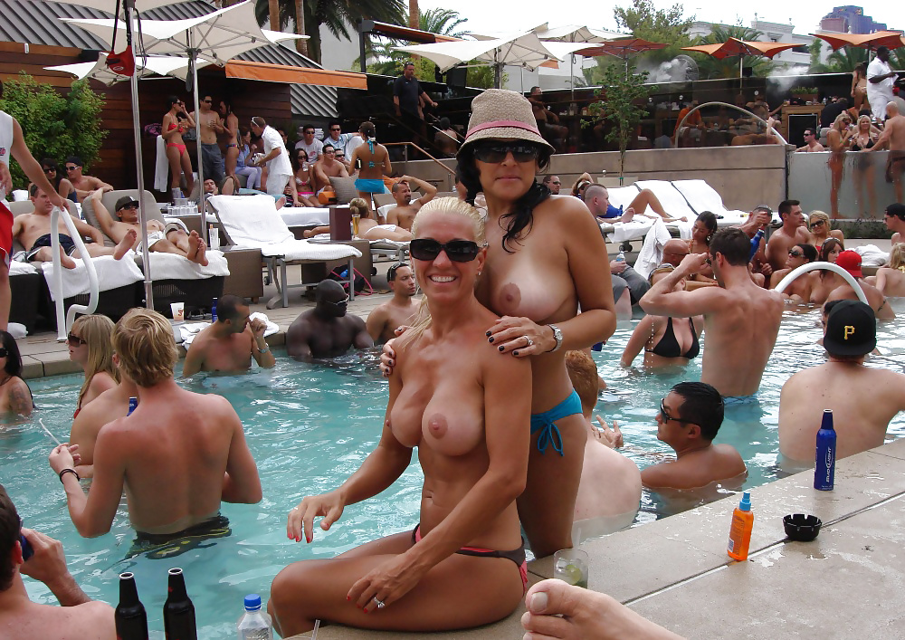 adult-topless-las-vegas-shows