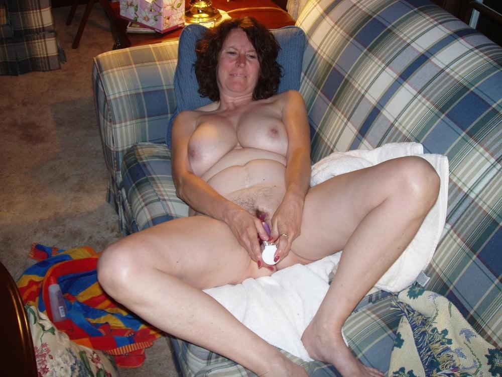 Зрелые шлюхи мастурбируют