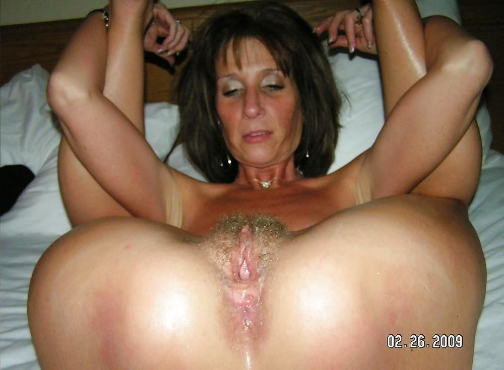 Ms paris rose is a dirty minded, blonde mature, who likes to have casual threesomes