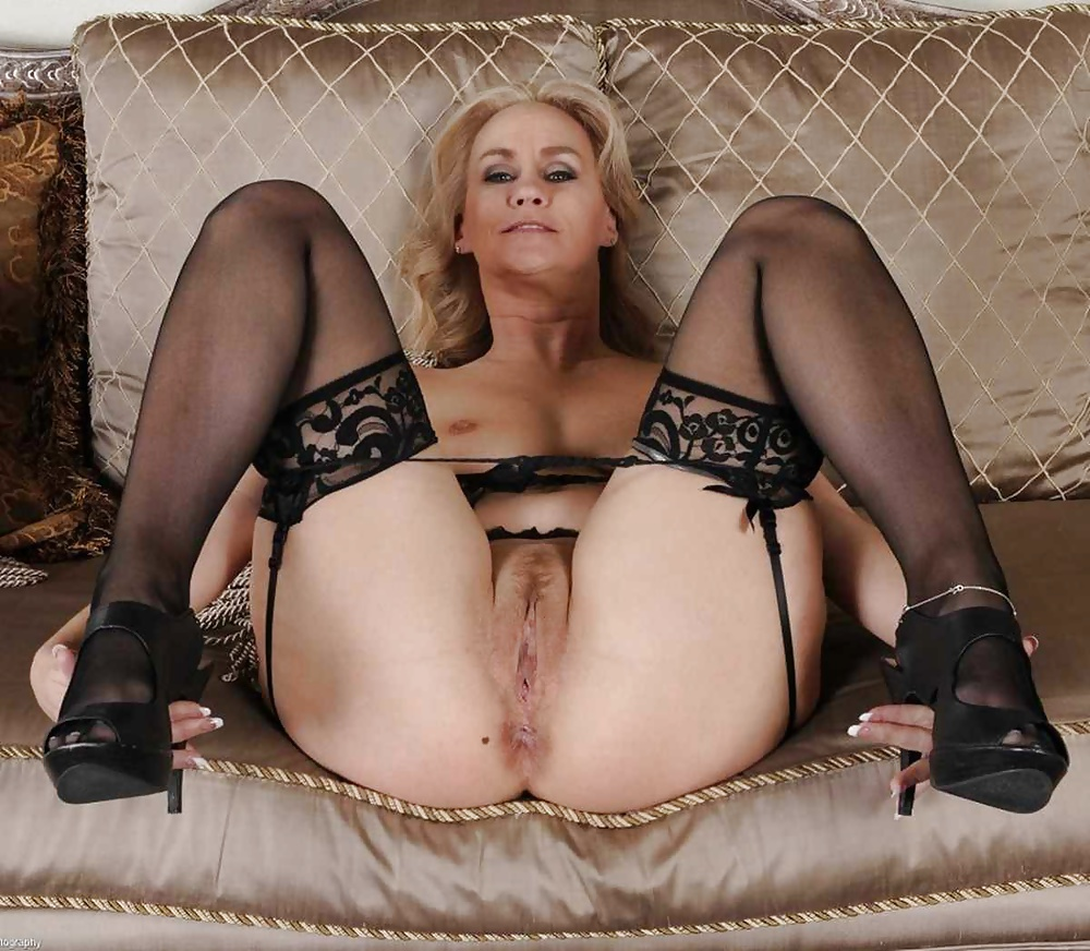 Stripper greetings nude mature stockings bus porn