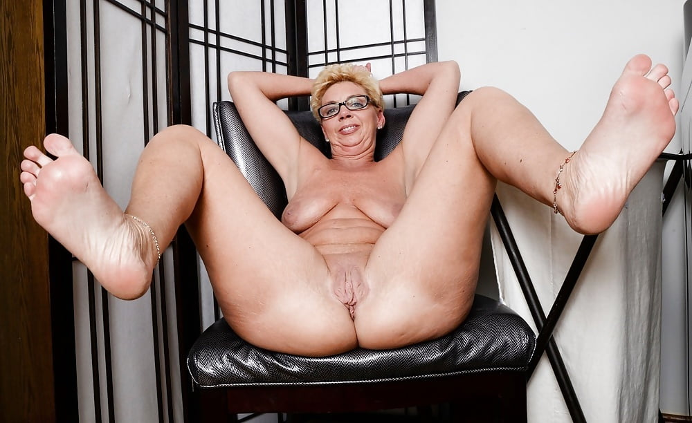 Pin On Mature Women Fully Dressed