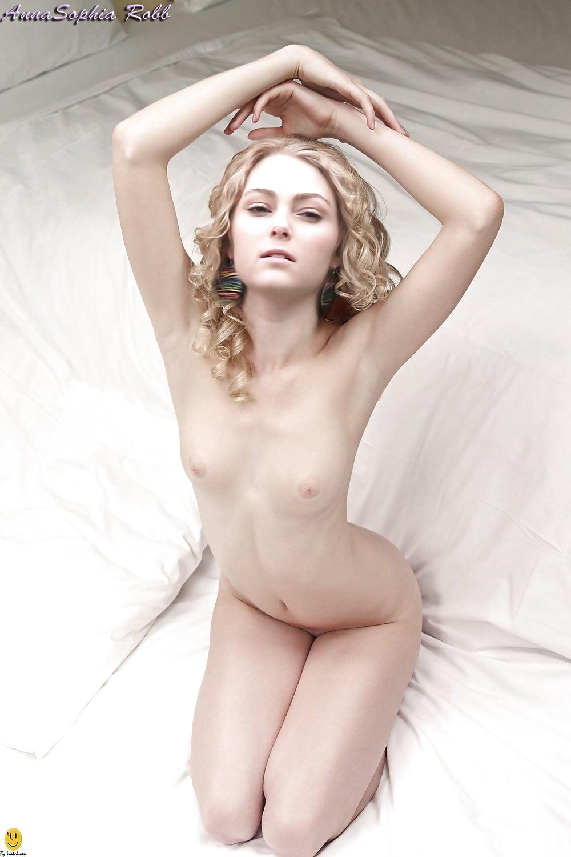 Annasophia Robb Nude