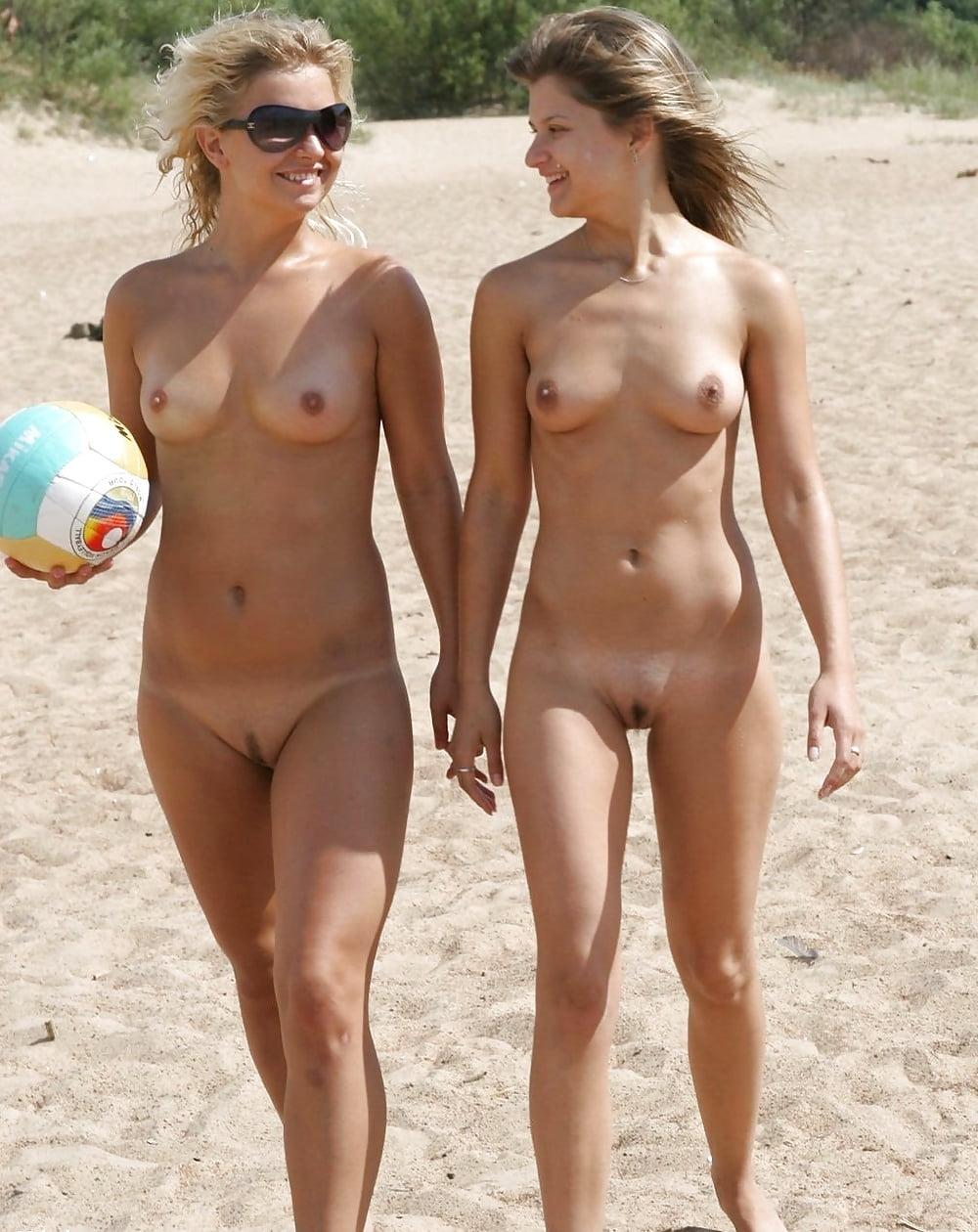 Sexy topless beach girls-2311