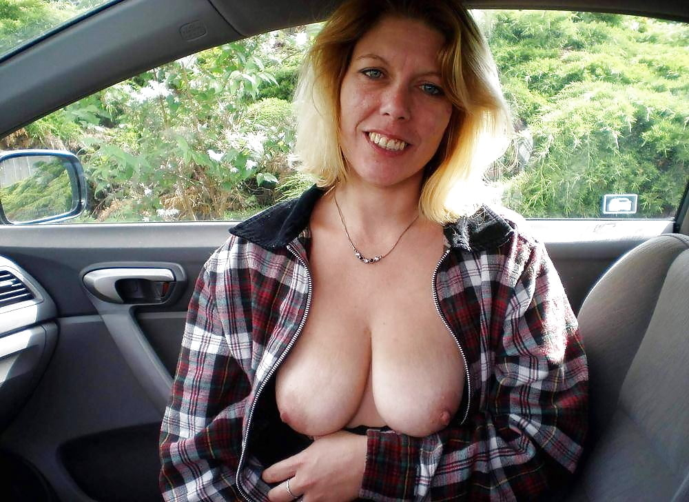 Amatuer wife with huge boobs shows pussy