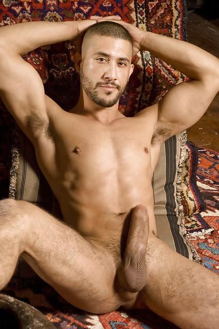 porno-akter-s-arabskoy-vneshnostyu-dora-venter-lesbi