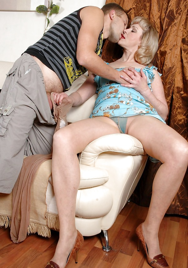 Mature mom pantyhose pictures search