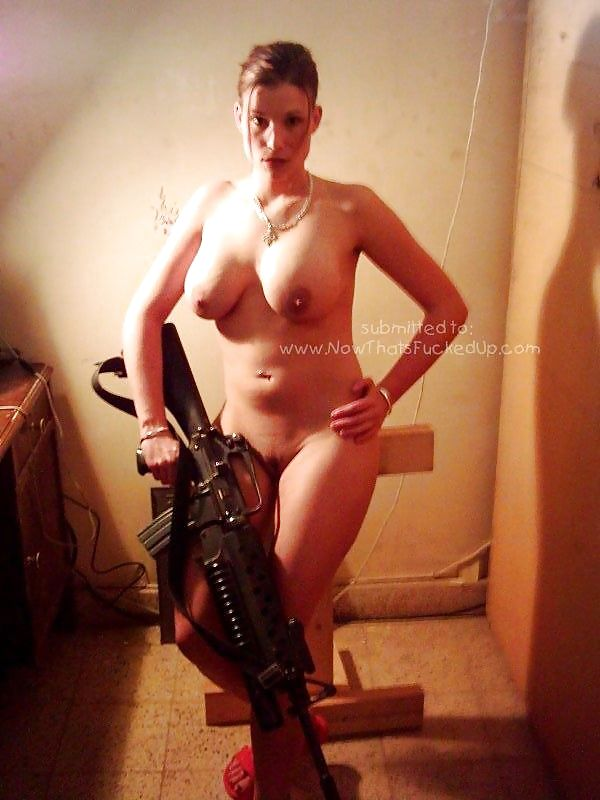 Real Female Soldier Naked In Iraq - 9 Pics - Xhamstercom-8676