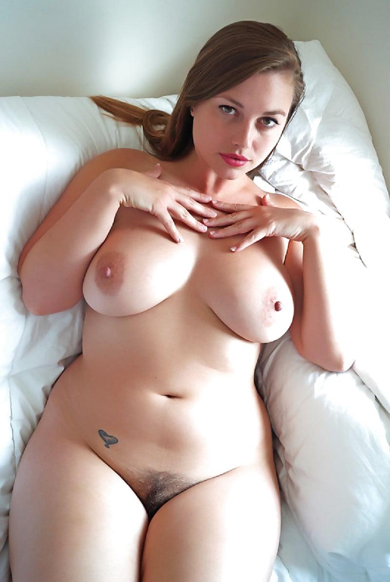 Голые девки с пышными формами