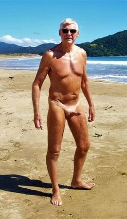 Am strand nackt männer Strand Jungs