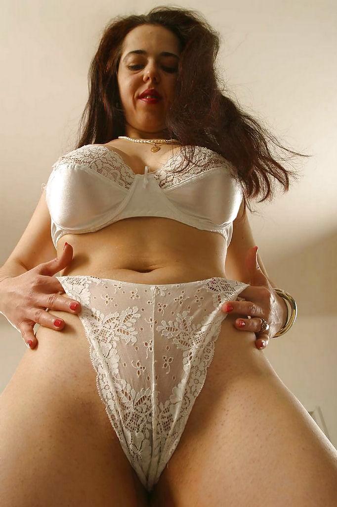 Фото порно женщины в лифчиках, одна телка на бригаду строителей порно