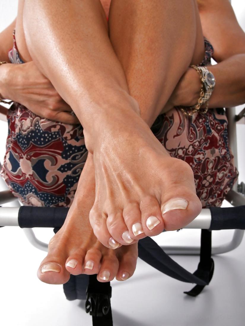 Члена крепкие женские ноги пожилых женщин фото