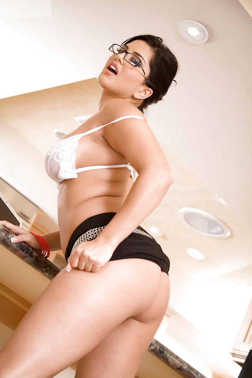 Sunny leone picture sexy movie