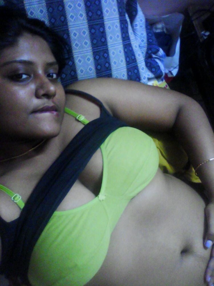 Indian Wife Showing Her Boobs - 9 Pics - Xhamstercom