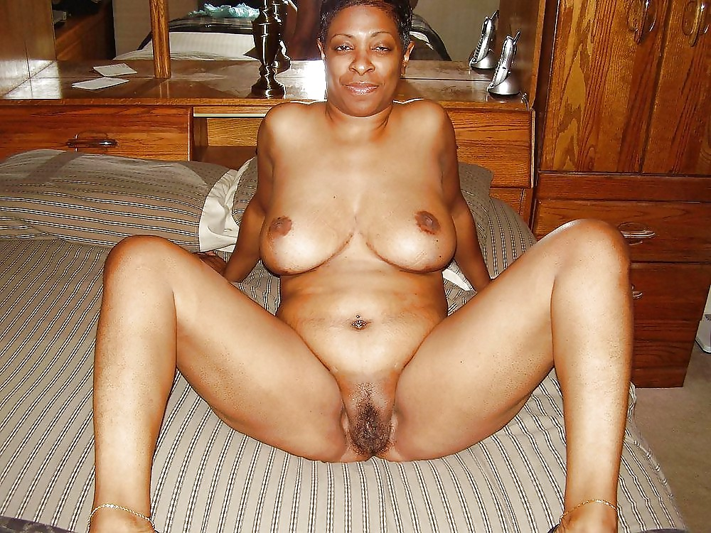 Amateur naked black moms — photo 6
