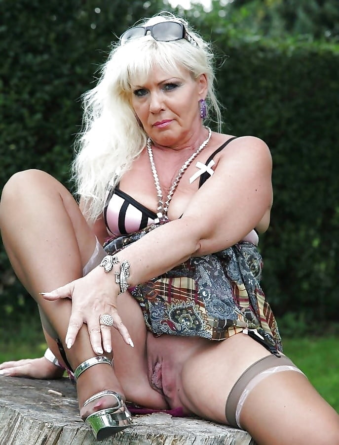 Naked mature gallery-1527