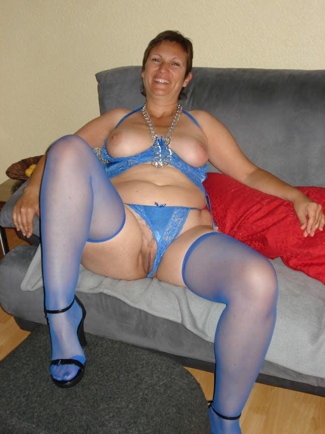 Mom show me your Nylons 183 - 14 Pics