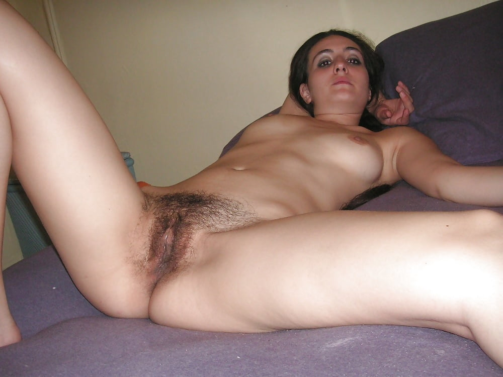 Smiling Amateur Girl With Hairy Pussy Posing Naked In Living Room