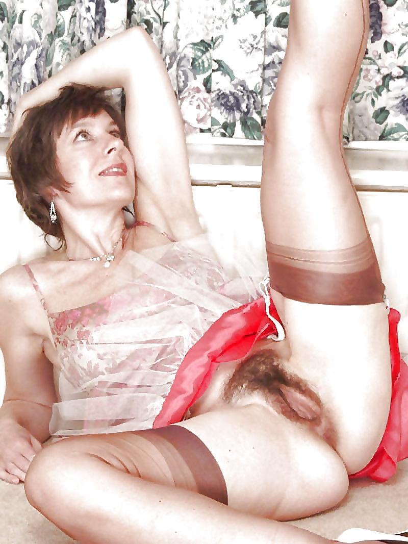 Attractive mature nude