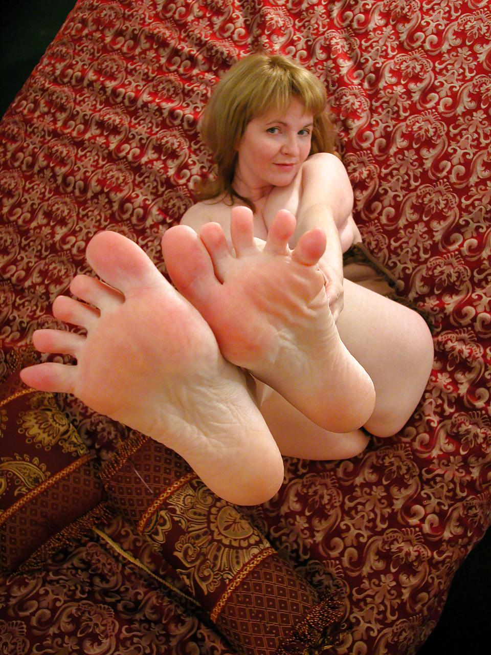 My Size 5 Feet - 6 Pics - Xhamstercom-2894