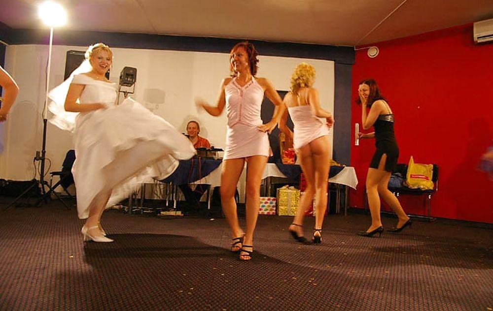 Смотреть стриптиз стринги на свадьбе, фото галереи ххх девушки с натуральной грудью