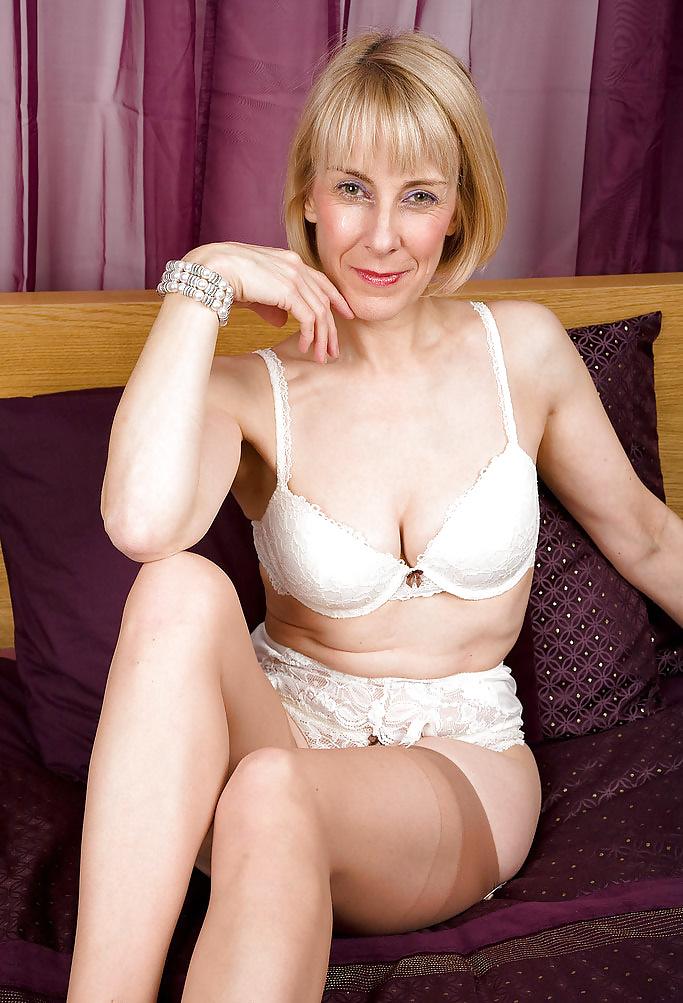 foto-seks-s-matyurkami-krasivie-golie-devushki-foto-na-zastavku
